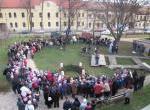VÁROSI KARÁCSONY-Az adventi koszorú első gyertyájának meggyújtása